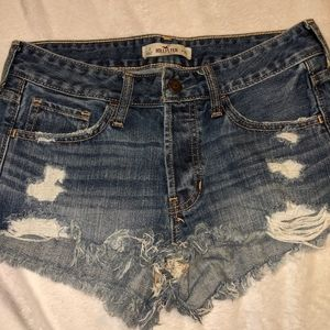 Hollister ladies jean weathered shorts